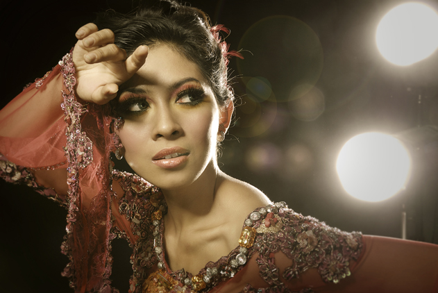 Raden Sirait Kebaya, Model: Maudi, photo by Bayu Gunadharma